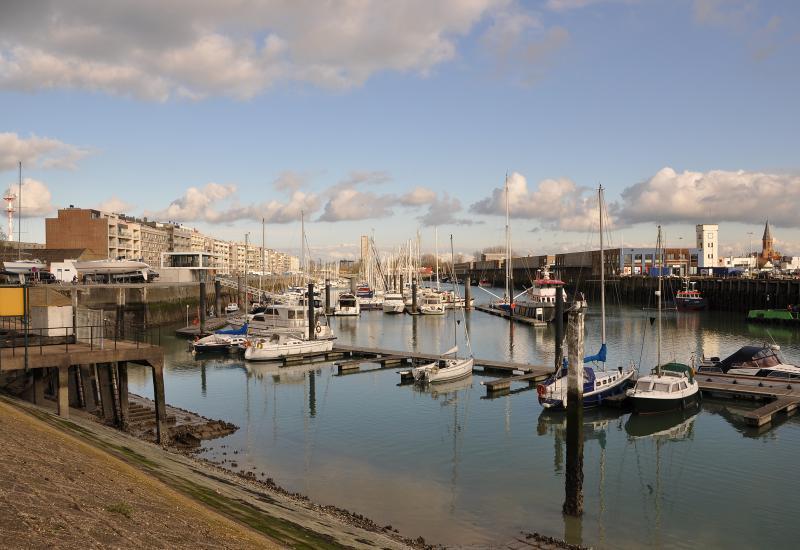 De jachthaven van Zeebrugge vlakbij ibis hotel